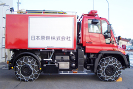 Fire engine that can move around on uneven ground